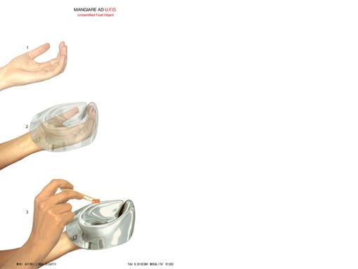UFO (unidentified food object)   Designer: Miki Astori e Linda Bigatti (Italia)  Una ciotola dalla forma anomala e plastica ed un design di derivazione antropologica che nella indicazione d'uso rivela di essere semplicemente il calco preformato di una mano. L'usa e getta è redento dall'utilizzo di un foglio di alluminio che consente il completo recupero a fine impiego.
